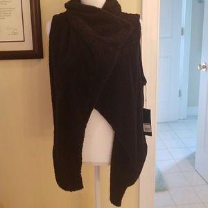 NWT Zobha black fuzzy shawl vest M